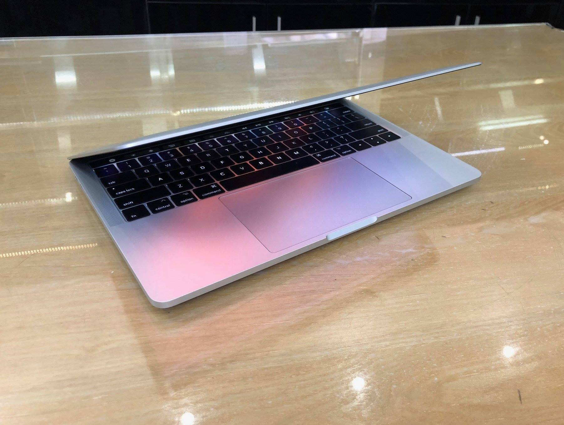 Macbook Pro Retina MLVP2 13inch 256GB Touch Bar-1.jpg